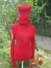 Roter Pullover mit langem Rollkragen1